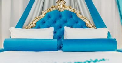 Motel > Tiffany